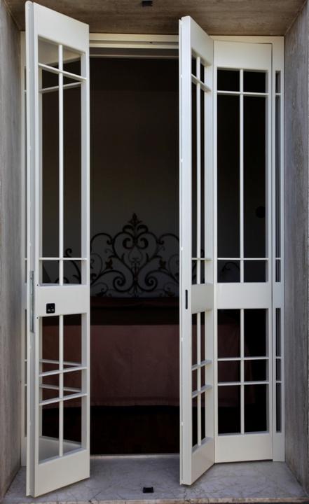 Inferriate in ferro per porte finestre sicurezza ed eleganza - Grate per finestre a scomparsa ...