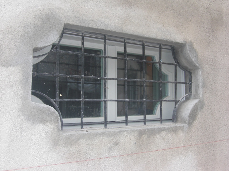 Inferriate per finestre soluzioni eleganti per palazzi - Modelli grate per finestre ...