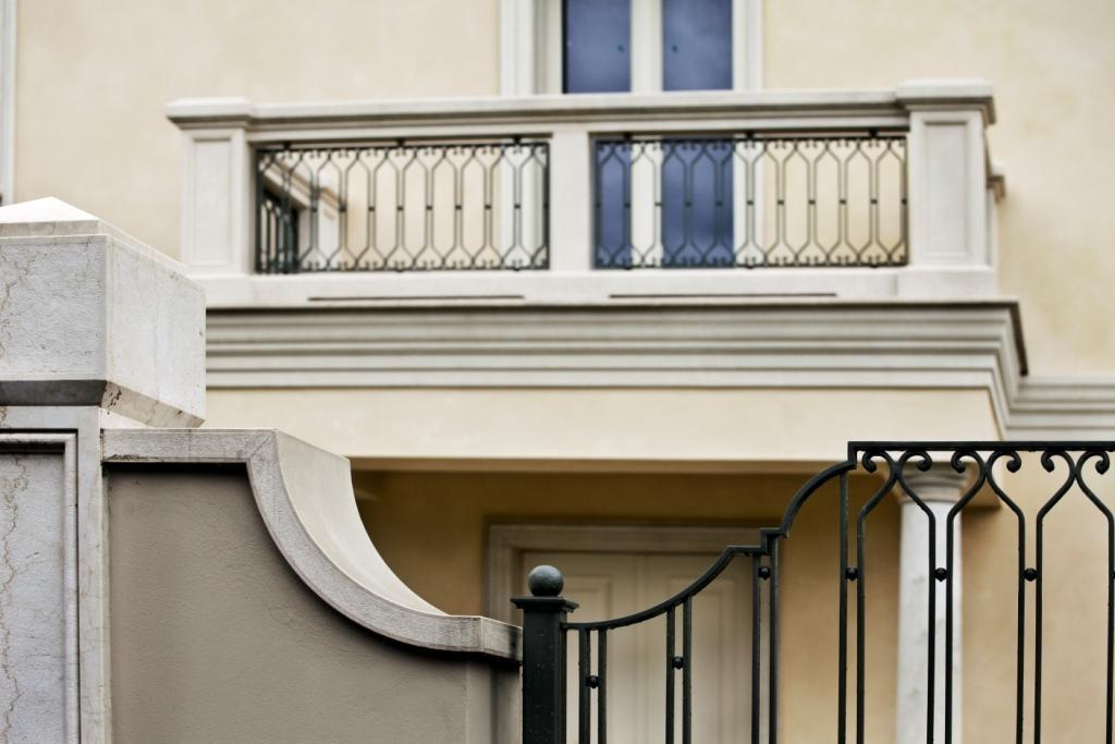 Balaustra scala e ringhiere per balconi balaustre in ferro for Foto di ringhiere in ferro battuto