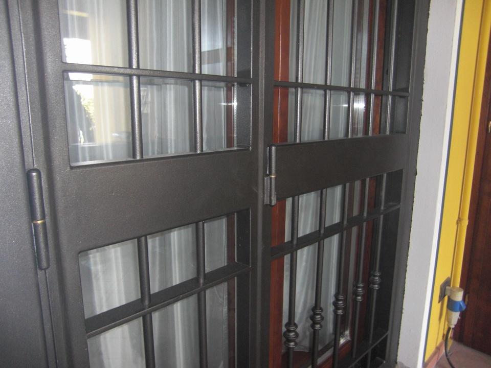 Inferriate per porte finestre apribili affordable for Grate in ferro leroy merlin