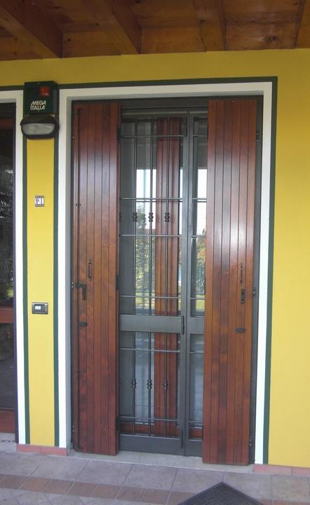 Inferriate e porte finestra inferriate per finestre in ferro for Immagini inferriate per finestre