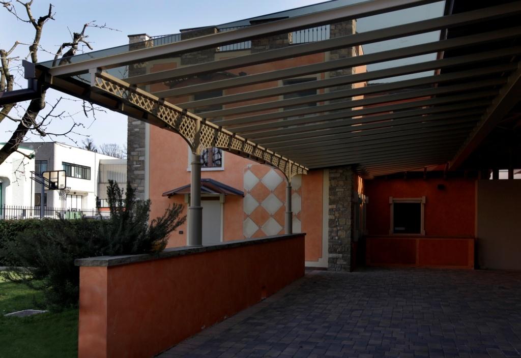 Porticato in vetro oscurato complementi d 39 arredo for Portico moderno