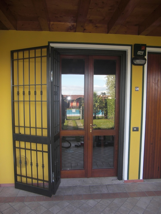 Inferriate e porte finestra inferriate per finestre in ferro - Grate finestre ferro battuto prezzi ...