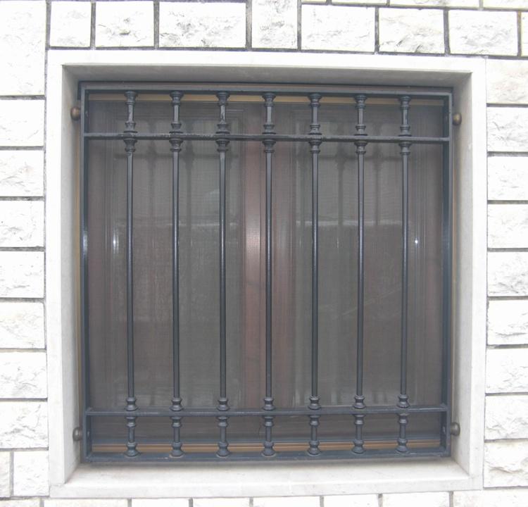 Inferriate per finestre inferriate per finestre in ferro for Grate in ferro battuto immagini