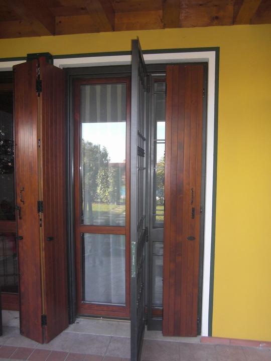 Inferriate e porte finestra inferriate per finestre in ferro - Capottina parapioggia per porte e finestre ...