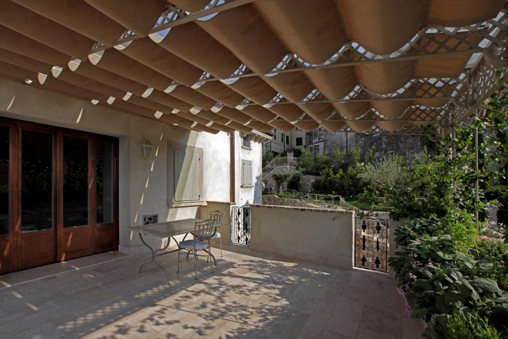 Portico per terrazza complementi d 39 arredo for Casa complementi d arredo