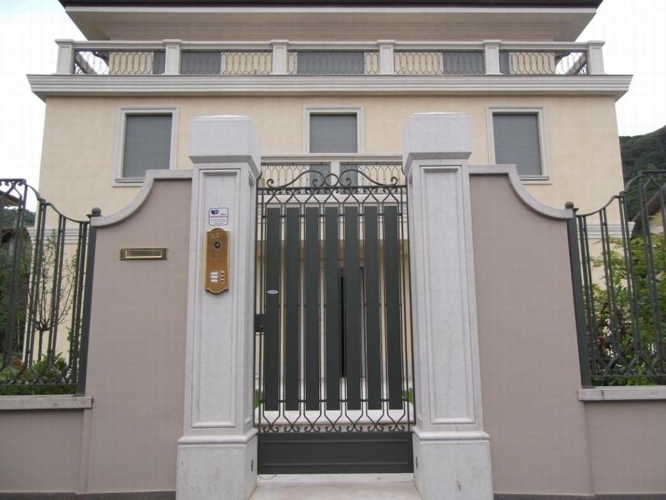 Top great cancelli in ferro e recinzioni in ferro cancelli for Recinzioni in muratura per ville