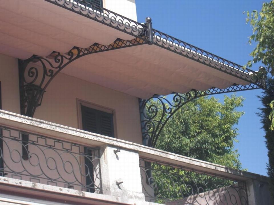 Tenda da sole in ferro battuto complementi d 39 arredo for Complementi d arredo ferro battuto