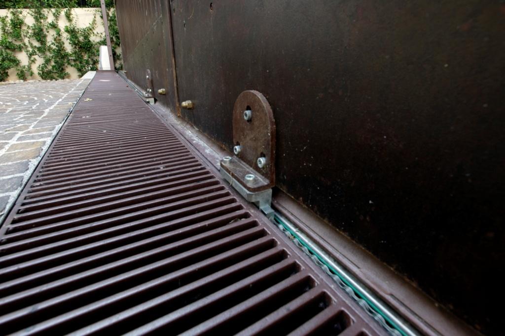 Amato Cancello carraio scorrevole ad ante sfalsate - Cancelli in ferro WG15