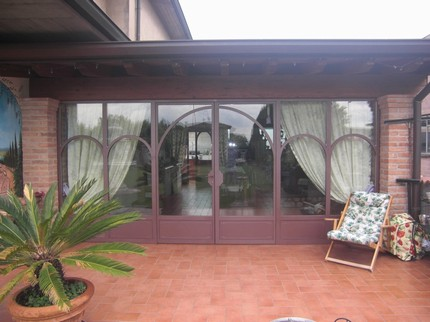 veranda in ferro e legno : Veranda in ferro battuto e vetro - Complementi darredo
