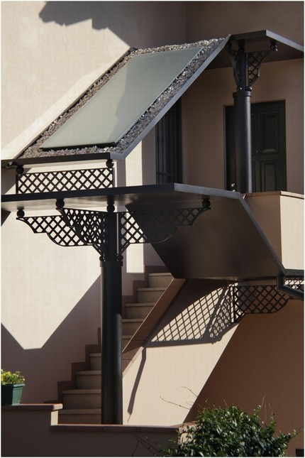 Staircase roofing