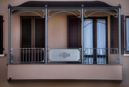 Pensilina per copertura balcone complementi d 39 arredo for Copertura balcone